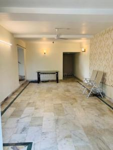 Gallery Cover Image of 2500 Sq.ft 3 BHK Apartment for rent in Ideal Ideal Towers, Mominpore for 45000