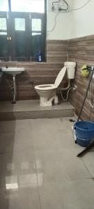 Bathroom Image of Reeta Dubey Girls PG in Sector 41