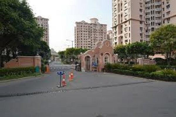 Building Image of 983 Sq.ft 2 BHK Apartment for buy in DLF Phase 5 for 12000000