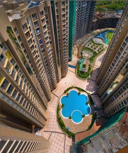 Gallery Cover Image of 1101 Sq.ft 3 BHK Apartment for buy in Gurukrupa Marina Enclave, Malad West for 20000000