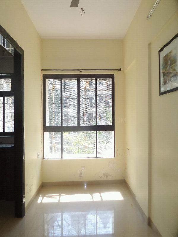 Living Room Image of 525 Sq.ft 1 BHK Apartment for rent in Kandivali East for 18500