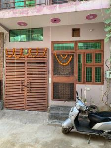 Gallery Cover Image of 675 Sq.ft 2 BHK Independent House for buy in Maruti Kunj for 3500000