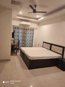 Gallery Cover Image of 500 Sq.ft 1 RK Independent Floor for rent in Sector 43 for 16000