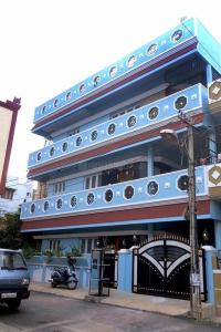 Gallery Cover Image of 3600 Sq.ft 9 BHK Independent House for buy in HAL for 18500000