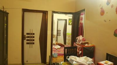 Gallery Cover Image of 1000 Sq.ft 3 BHK Apartment for rent in Shalimar Garden for 13000