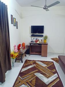 Gallery Cover Image of 425 Sq.ft 1 BHK Apartment for buy in siddhivinayak shanti nagar, Mira Road East for 5000000