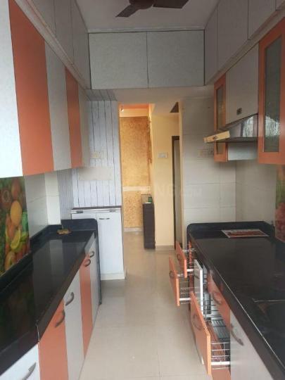 चेंबूर में डीसेंट सोसाइटी के किचन की तस्वीर