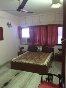 Gallery Cover Image of 7000 Sq.ft 4 BHK Independent House for buy in Juhu Anmol, Juhu for 990000000