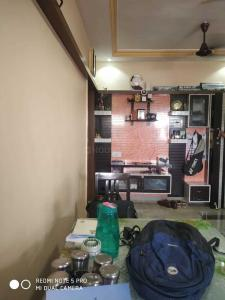 Gallery Cover Image of 650 Sq.ft 2 BHK Apartment for rent in Santacruz East for 38000