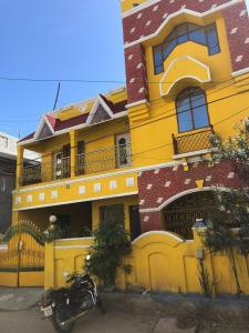 Gallery Cover Image of 1800 Sq.ft 3 BHK Independent House for rent in Kodungaiyur East for 22000