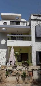 Gallery Cover Image of 2070 Sq.ft 3 BHK Villa for rent in Bopal for 35000