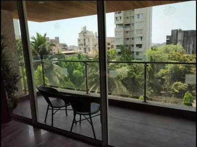 Gallery Cover Image of 1390 Sq.ft 3 BHK Apartment for rent in Santacruz West for 125000