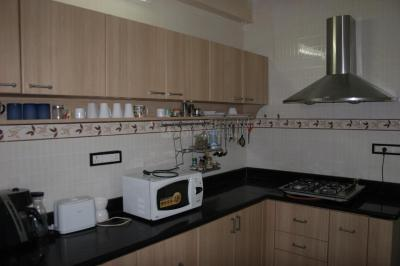 Gallery Cover Image of 1200 Sq.ft 2 BHK Apartment for rent in Nandambakkam for 40000