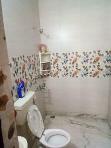 Gallery Cover Image of 1000 Sq.ft 2 BHK Apartment for rent in Shalimar Bagh for 26500
