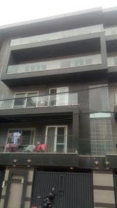 Gallery Cover Image of 1800 Sq.ft 3 BHK Apartment for buy in Kirti Nagar for 26500000