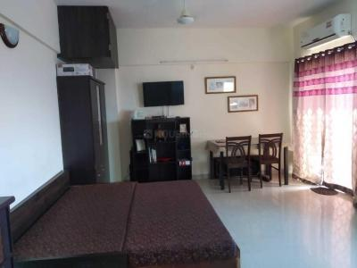 Gallery Cover Image of 480 Sq.ft 1 RK Apartment for rent in Amanora Park Town, Hadapsar for 17000