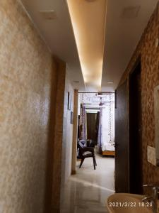 Gallery Cover Image of 750 Sq.ft 2 BHK Apartment for buy in Hari Nagar for 4500000