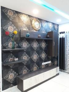 Gallery Cover Image of 1025 Sq.ft 2 BHK Apartment for buy in Thatchoor for 4500000