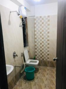 Bathroom Image of Vijay Kapoor Hospitality PG in Kandivali West