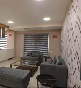 Gallery Cover Image of 1600 Sq.ft 3 BHK Apartment for buy in Malad West for 20000000