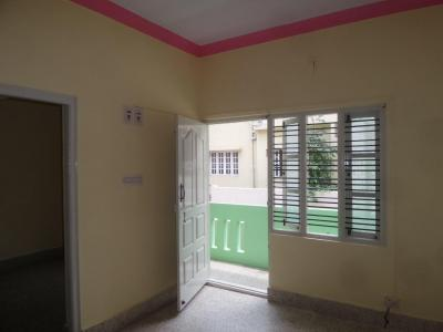 Gallery Cover Image of 850 Sq.ft 2 BHK Apartment for rent in Basaveshwara Nagar for 13000