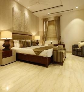 Gallery Cover Image of 3090 Sq.ft 3 BHK Villa for buy in Ambience Creacions, Sector 22 for 33990000