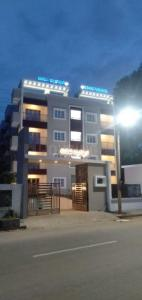 Gallery Cover Image of 1250 Sq.ft 2 BHK Apartment for buy in Udaya Paradise, Dooravani Nagar for 6398000