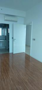 Gallery Cover Image of 3100 Sq.ft 4 BHK Apartment for rent in DLF The Crest, Sector 54 for 165000