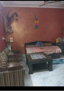 Gallery Cover Image of 1800 Sq.ft 3 BHK Independent Floor for buy in Sector 32 for 7400000