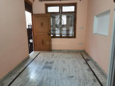 Gallery Cover Image of 400 Sq.ft 2 BHK Independent House for rent in Kakrola Housing Complex, Sector 15 Dwarka for 11000