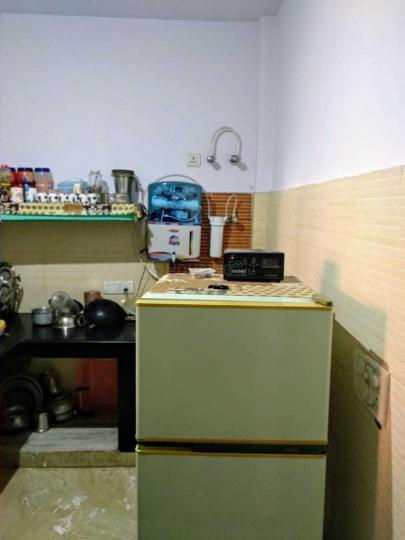 छत्तरपुर में बमल पीजी में किचन की तस्वीर