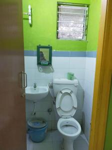 Bathroom Image of 800 Sq.ft 2 BHK Apartment for buy in Shapoorji Pallonji Shukhobrishti Spriha Phase 6 And 7, New Town for 3200000