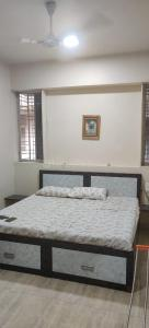 Gallery Cover Image of 900 Sq.ft 3 BHK Apartment for buy in Ghatkopar East for 25000000