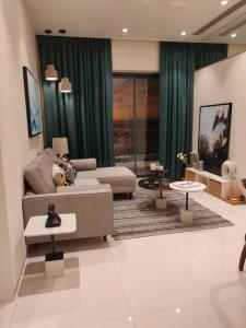 Gallery Cover Image of 711 Sq.ft 2 BHK Apartment for buy in Kalpataru Paramount A, Thane West for 12200000