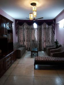 Gallery Cover Image of 2000 Sq.ft 4 BHK Apartment for rent in Sector 23 Dwarka for 40000