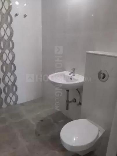 मिरा रोड ईस्ट में जया माम के कॉमन बाथरूम की तस्वीर