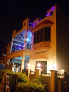Gallery Cover Image of 2500 Sq.ft 3 BHK Villa for rent in RS Royal LakeFront Residency II, J P Nagar 8th Phase for 29000