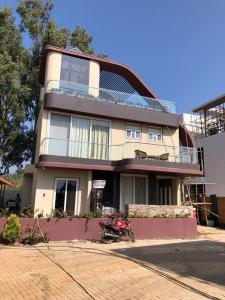 Gallery Cover Image of 3280 Sq.ft 3 BHK Villa for buy in Khatri Park Housing Society for 29500000