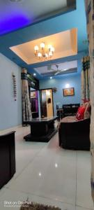 Gallery Cover Image of 1200 Sq.ft 3 BHK Independent Floor for buy in Shakti Khand for 6500000