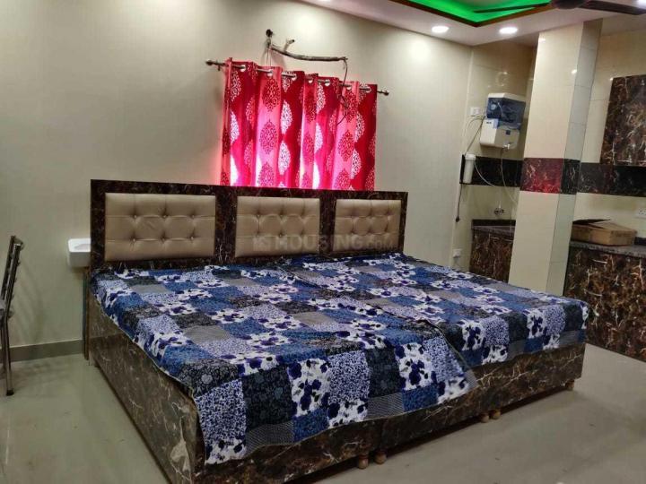 बलजीत नगर में चावला के बेडरूम की तस्वीर