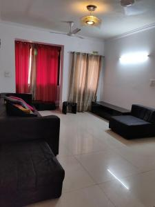 Gallery Cover Image of 1560 Sq.ft 3 BHK Apartment for rent in Jalvayu Vihar, Sector 21 for 27000