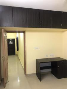 Gallery Cover Image of 1040 Sq.ft 3 BHK Apartment for rent in Kundrathur for 10000