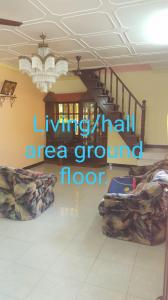 Gallery Cover Image of 2400 Sq.ft 3 BHK Independent House for rent in Malad West for 30000