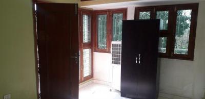 Gallery Cover Image of 350 Sq.ft 1 BHK Apartment for rent in Jasola Vihar for 15500