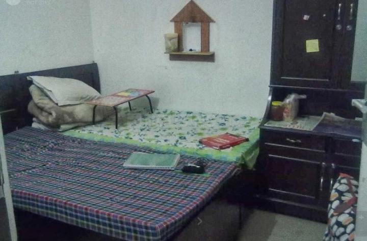 शकरपुर खास में शेलटस बॉइज़ गर्ल्स पीजी में बेडरूम की तस्वीर