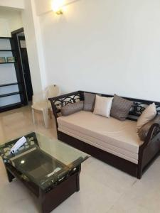 Gallery Cover Image of 765 Sq.ft 1 BHK Apartment for rent in Juhu for 78000