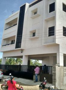 Gallery Cover Image of 1050 Sq.ft 2 BHK Apartment for rent in Selaiyur for 10000