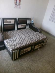 Gallery Cover Image of 400 Sq.ft 1 RK Apartment for rent in Old Double Storey, Lajpat Nagar for 12000