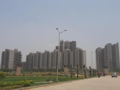 Gallery Cover Image of 1700 Sq.ft 3 BHK Apartment for rent in Puri Diplomatic Greens, Sector 110A for 29000