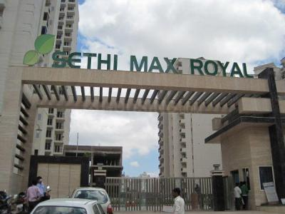 Gallery Cover Image of 910 Sq.ft 2 BHK Apartment for rent in Sethi Max Royal, Sector 76 for 13000